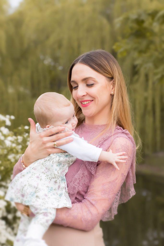 sesja niemowlęca w plenerze, zdjęcia dziecka